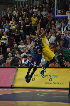 Hanse Game: Eisbären Bremerhaven vs. EWE Baskets